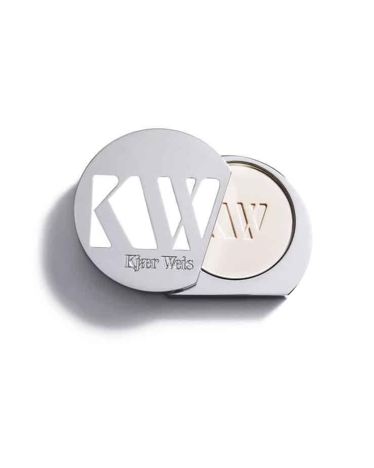 Pressed-powder-translucent-Kjaer-weis