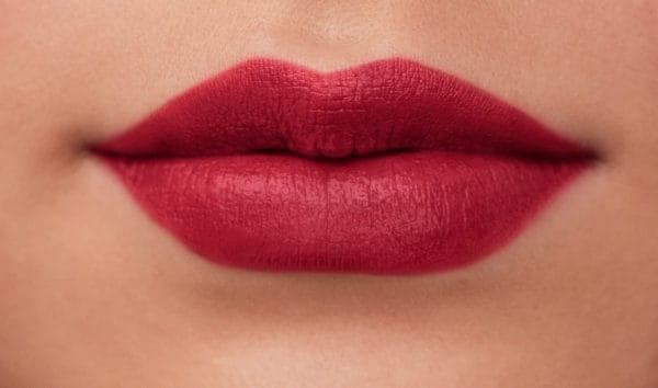 color de labios hidratante de efecto mate-kwred-ines-